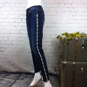 GUC Driftwood Marilyn jeans w/ embroidery